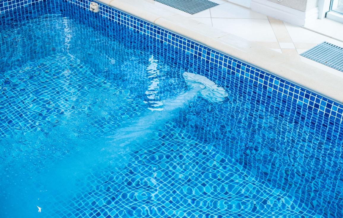 Компактный бассейн в доме